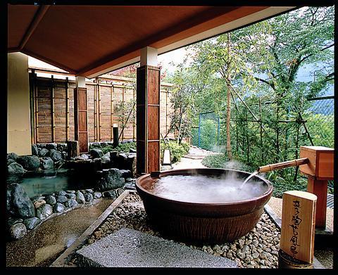 若竹の庄 益子焼の露天風呂