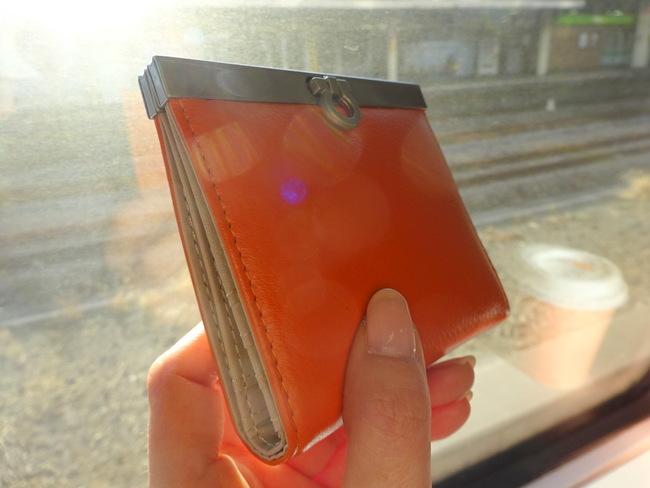 薄いレディース二つ折り財布