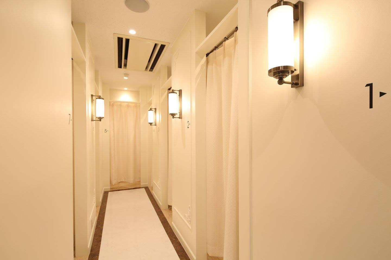 アリシアクリニック新宿東口院 施術室廊下