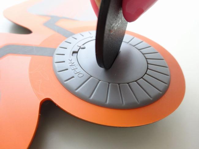 SIXPAD電池の取り付け方
