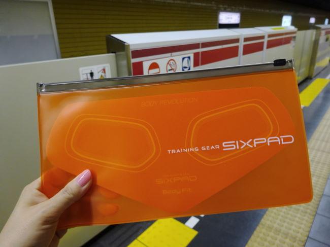 通勤電車でSIXPAD(シックスパッド)の筋トレ中~