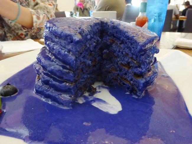 ヨーグルストーリー 紫色のウベパンケーキ